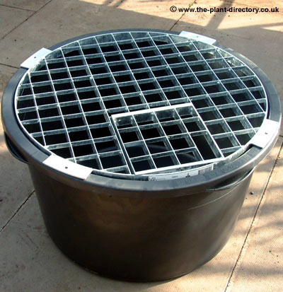 Victoria 90 litre Round Reservoir with Water Feature Grid